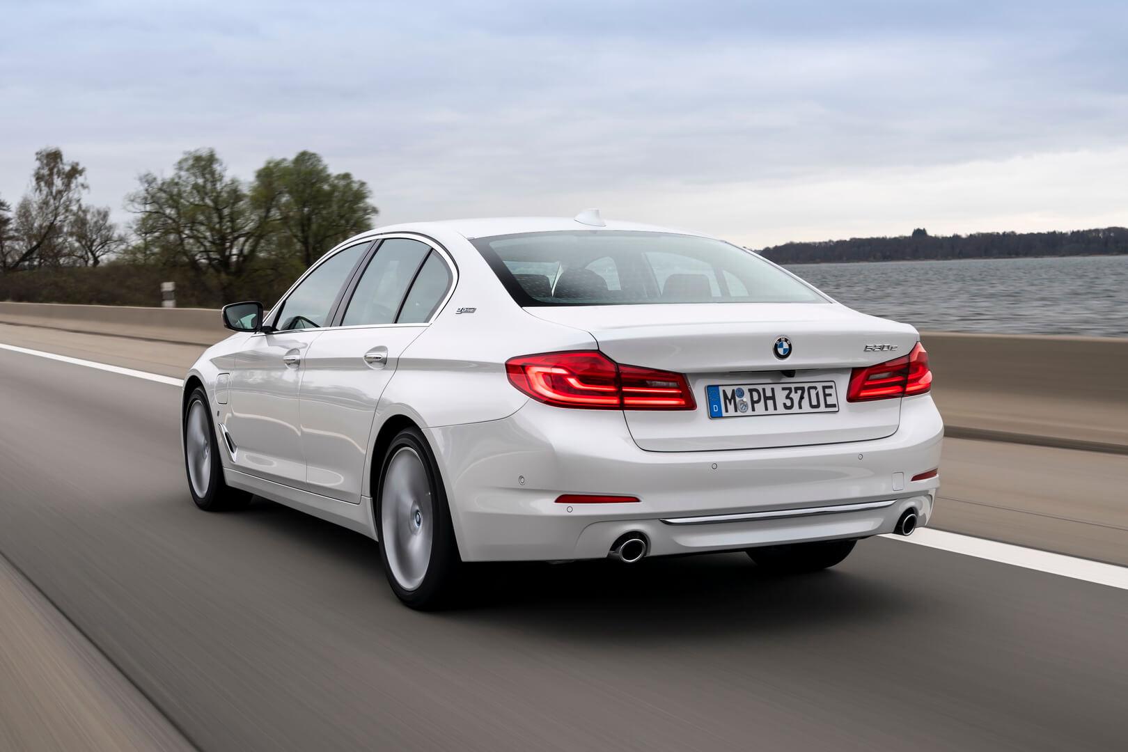 Фотография экоавто BMW 530e iPerformance - фото 11