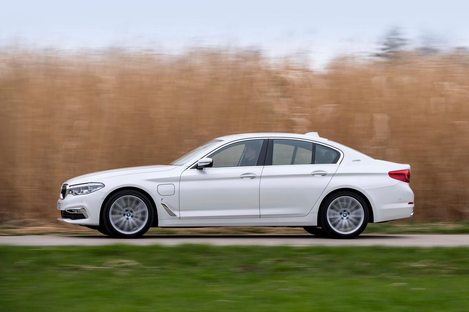 Фотография экоавто BMW 530e iPerformance - фото 10