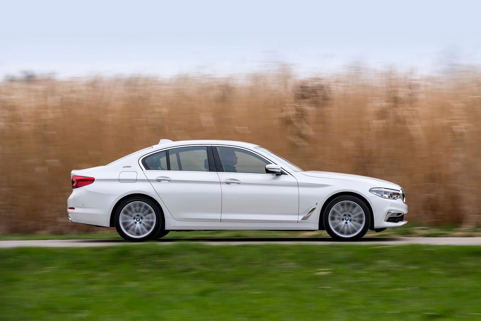 Фотография экоавто BMW 530e iPerformance - фото 9