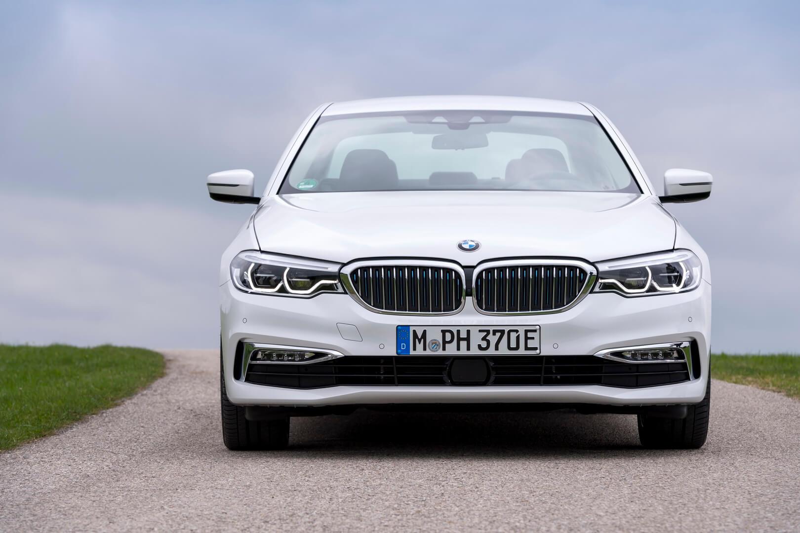 Фотография экоавто BMW 530e iPerformance - фото 4