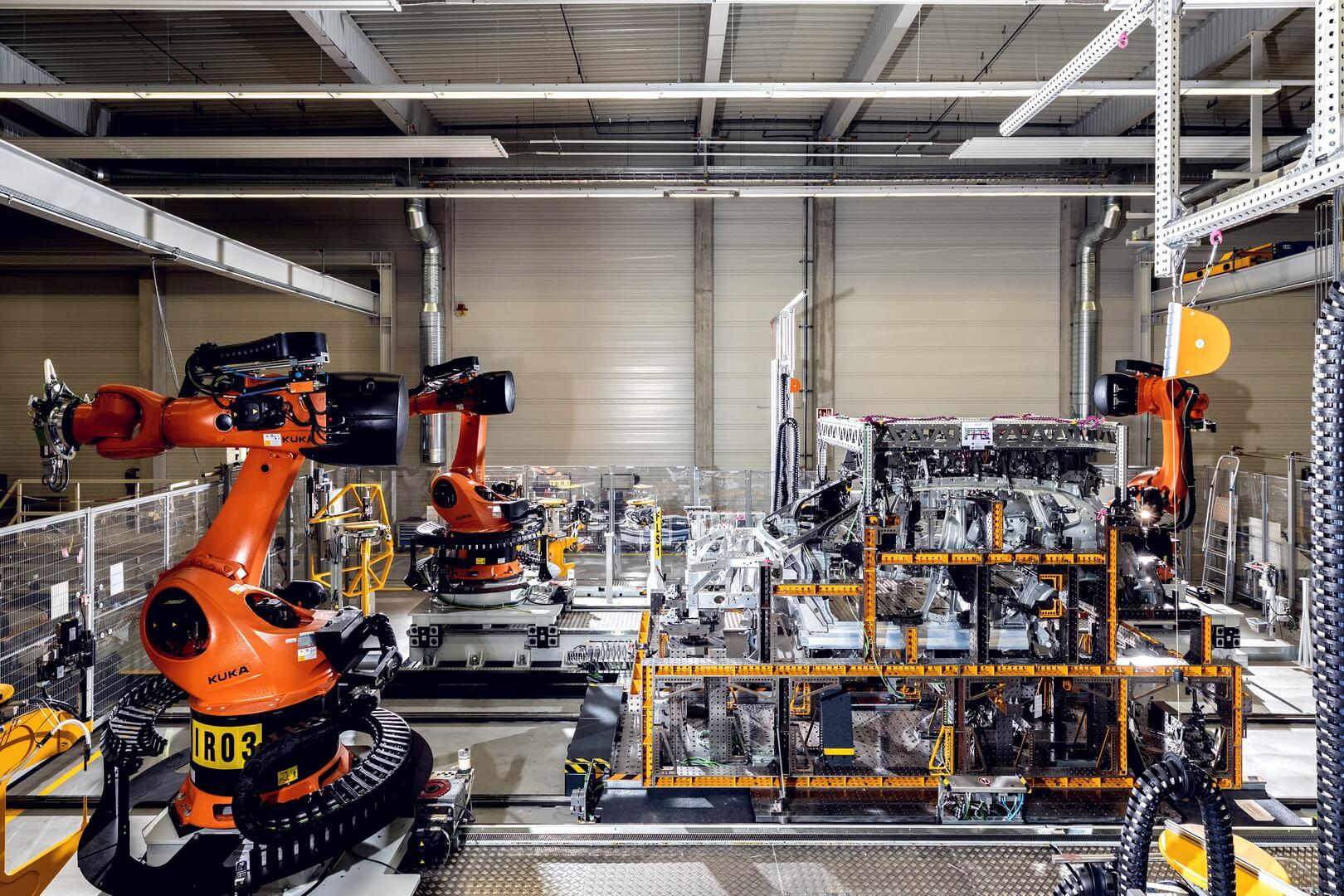 BMW выпускает изображения производства прототипа iNext