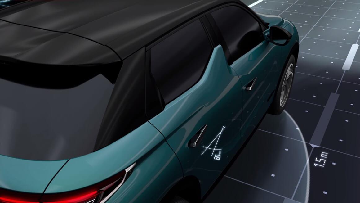 Дверные ручки и зеркала открываются, как только водитель с ключом подходит к электромобилю ближе чем на 1,5 м.