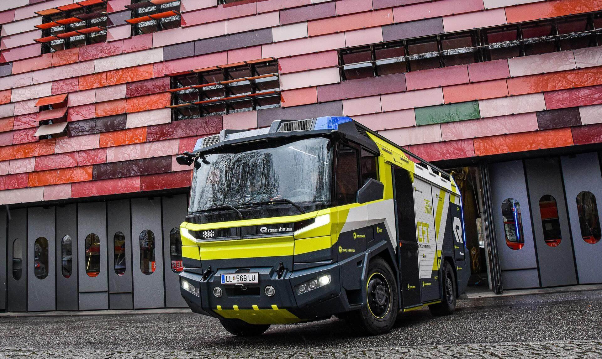 Подключаемое гибридное электрическое аварийно-спасательное транспортное средство на основе концепции пожарной машины