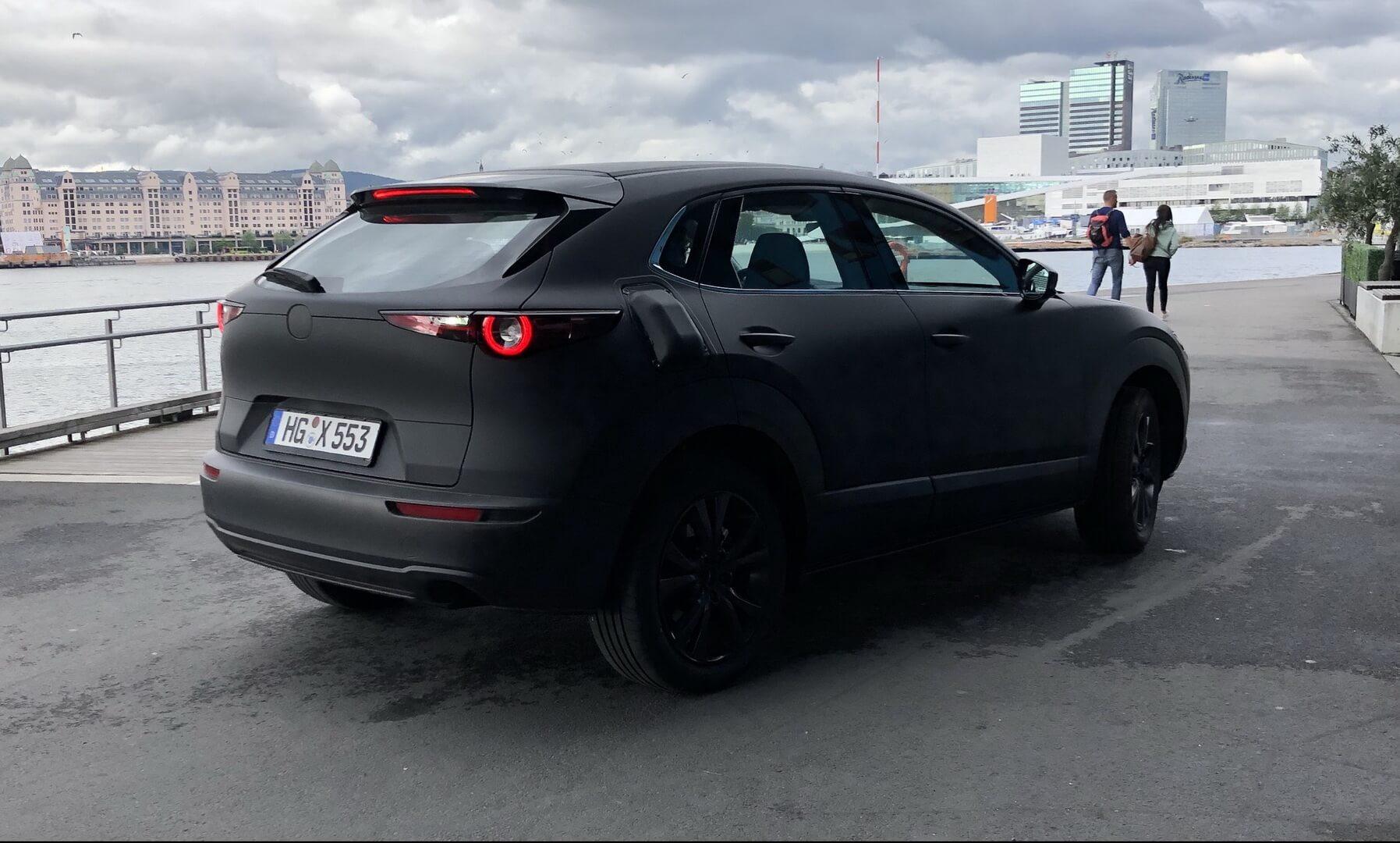 Вероятный прототип электрокара Mazda замечен на дорогах в Норвегии