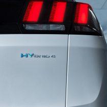 Фотография экоавто Peugeot 3008 Hybrid4 - фото 3