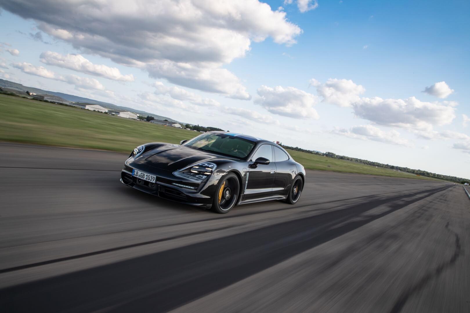 Porsche Taycan выполняет 26 последовательных попыток разгона до 200 км/ч