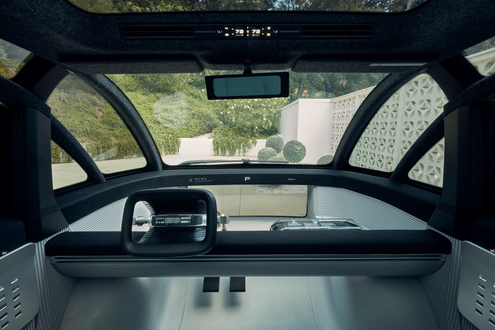 Центральная панель электромобиля Canoo