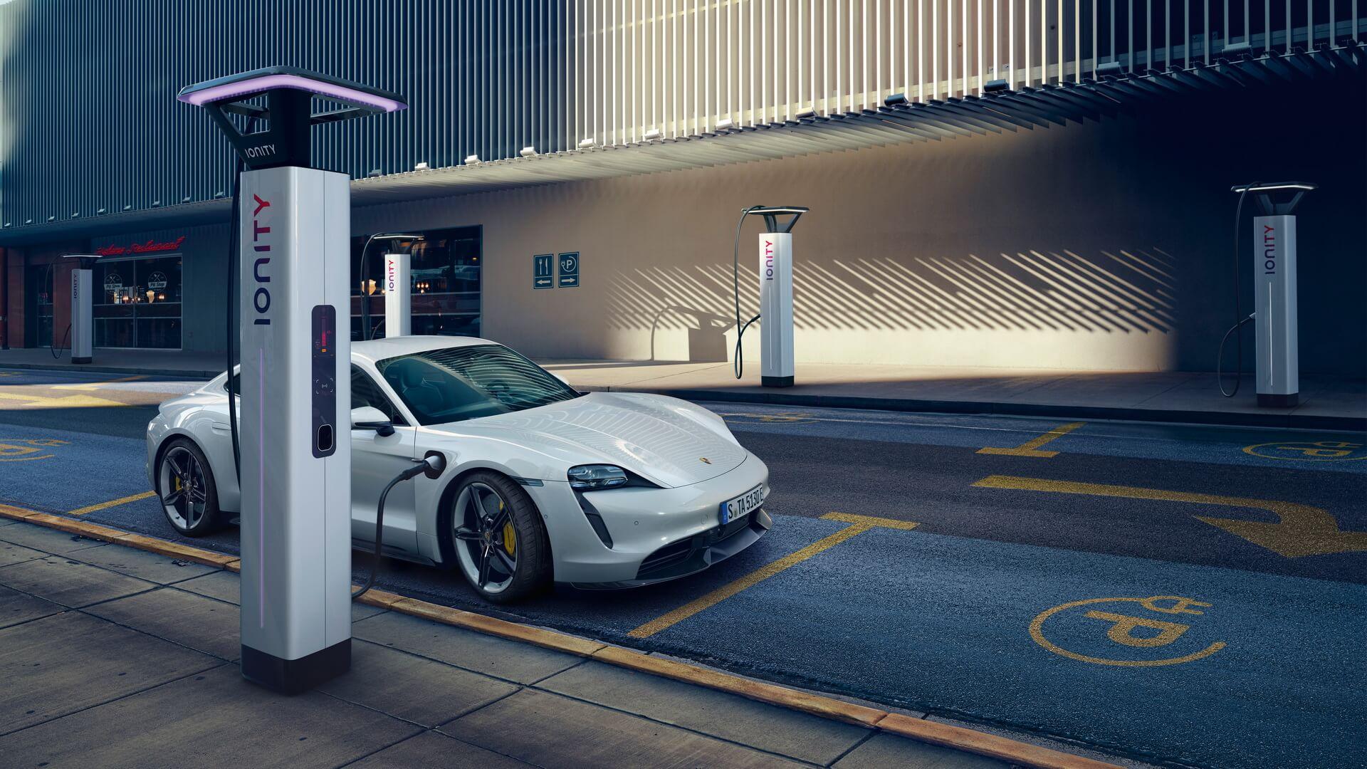 Максимальная пиковая мощность зарядки Porsche Taycan составляет 270кВт