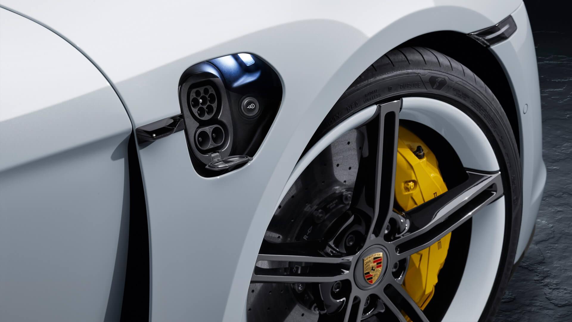 Европейский тип разъема CCS Combo 2 в Porsche Taycan