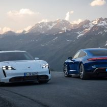 Фотография экоавто Porsche Taycan Turbo S - фото 2