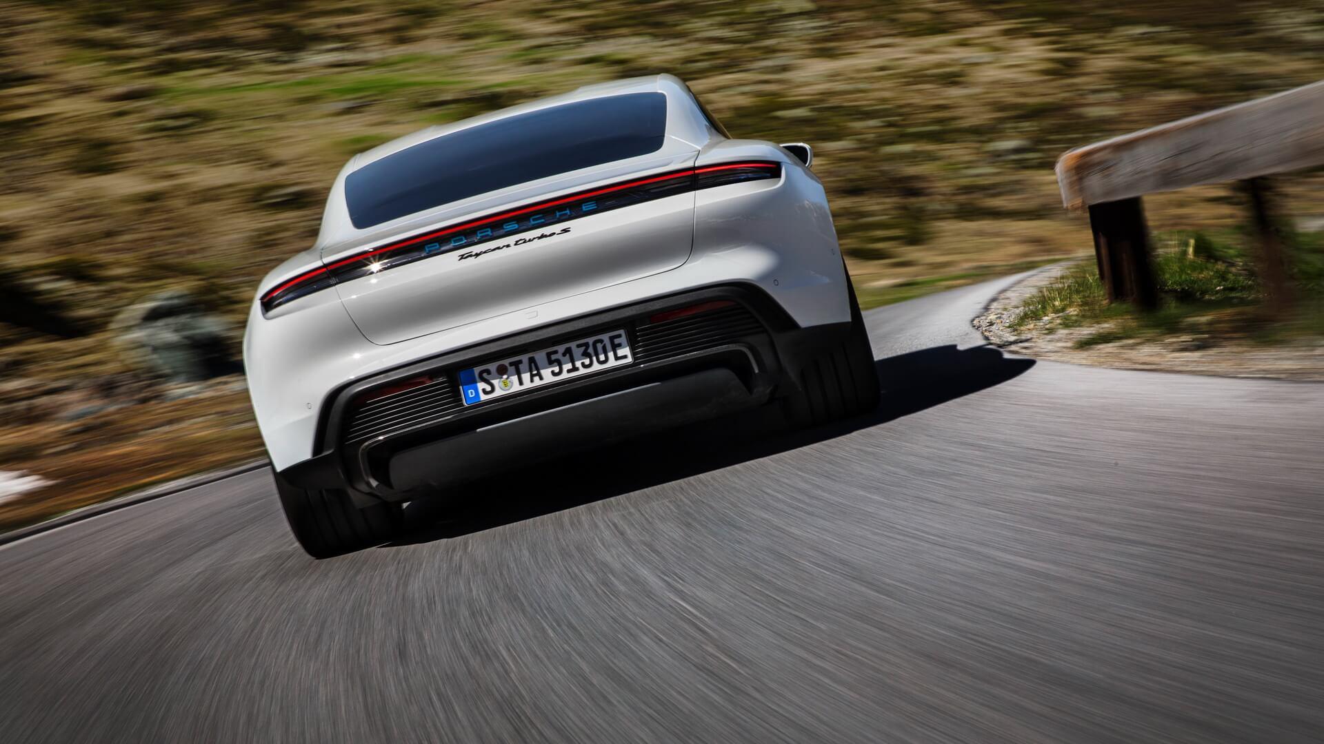 Фотография экоавто Porsche Taycan Turbo S - фото 4