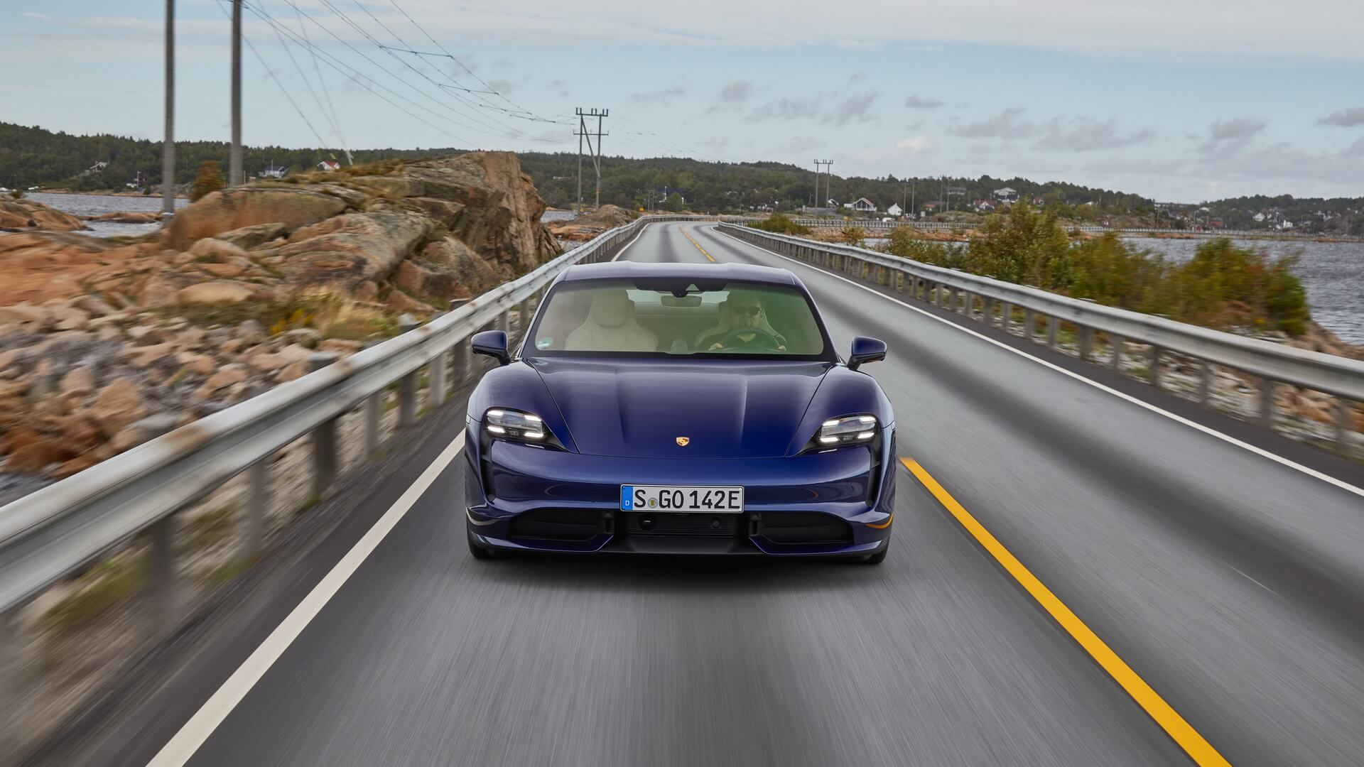 Фотография экоавто Porsche Taycan Turbo S - фото 58