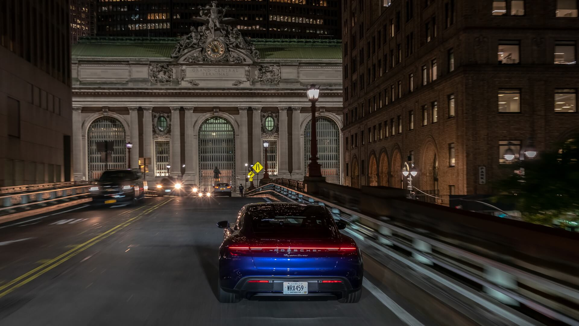 Фотография экоавто Porsche Taycan Turbo S - фото 26