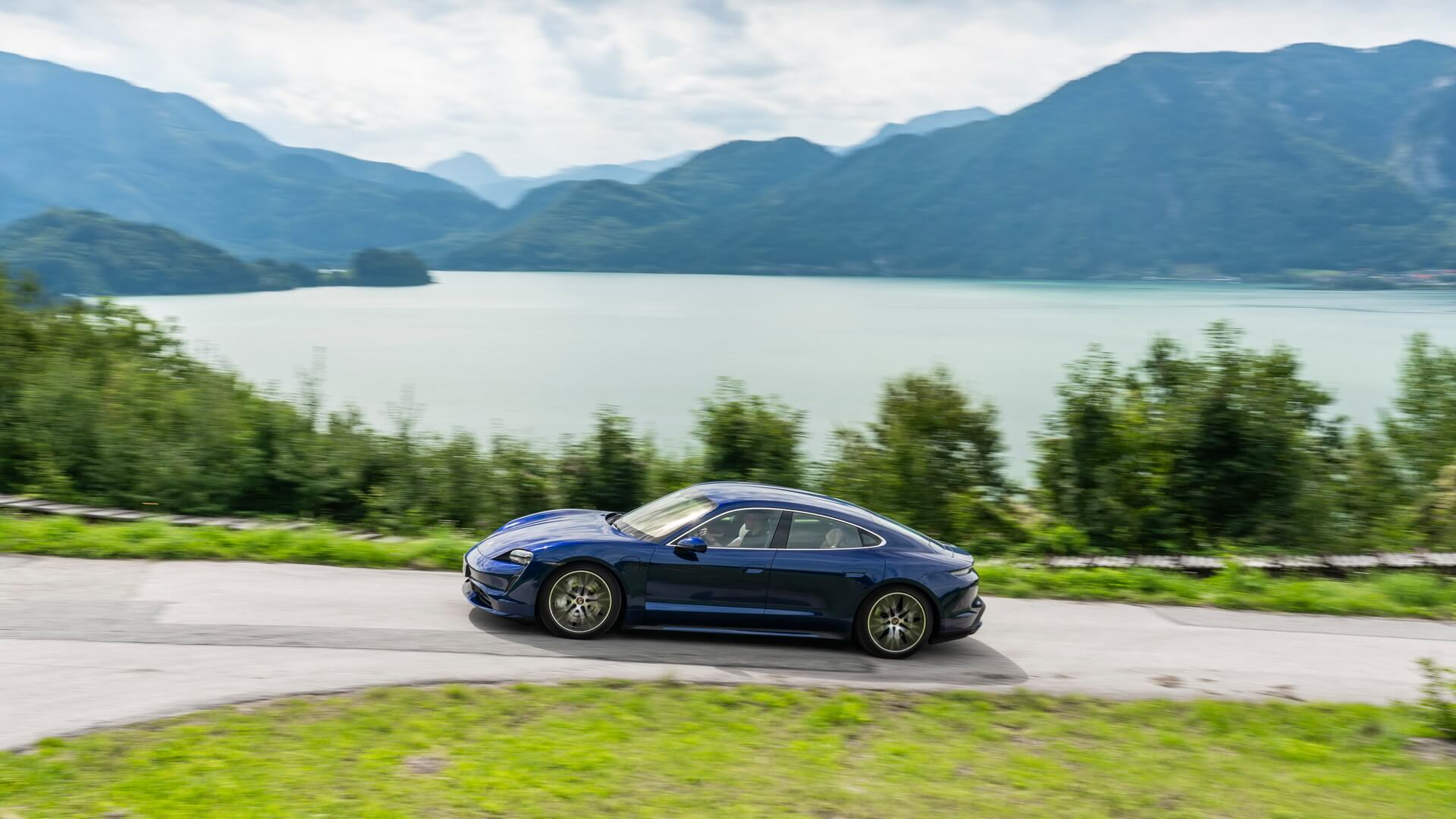 Фотография экоавто Porsche Taycan Turbo S - фото 54
