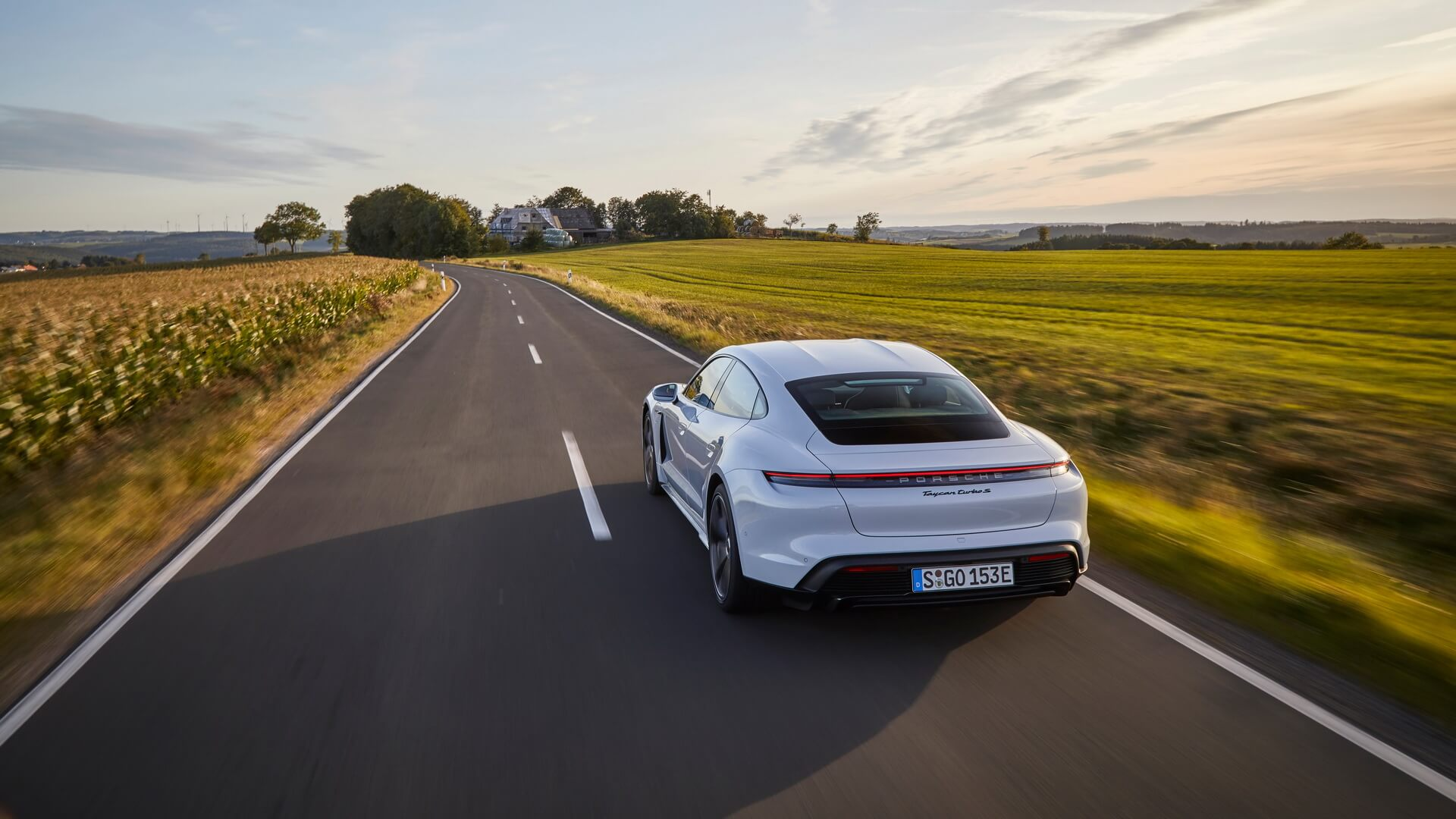 Фотография экоавто Porsche Taycan Turbo S - фото 53