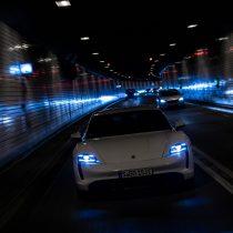 Фотография экоавто Porsche Taycan Turbo S - фото 52