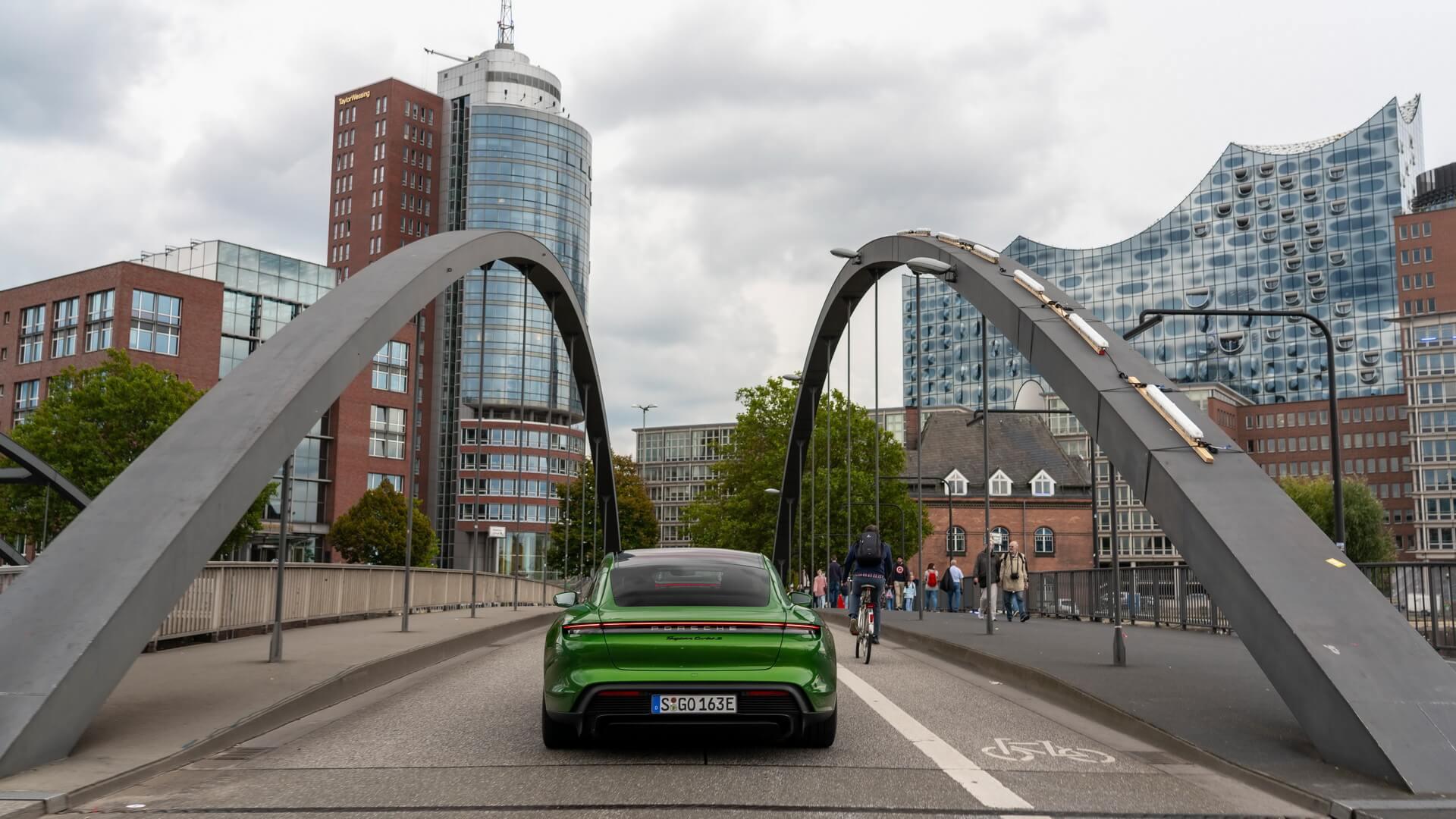 Фотография экоавто Porsche Taycan Turbo S - фото 41