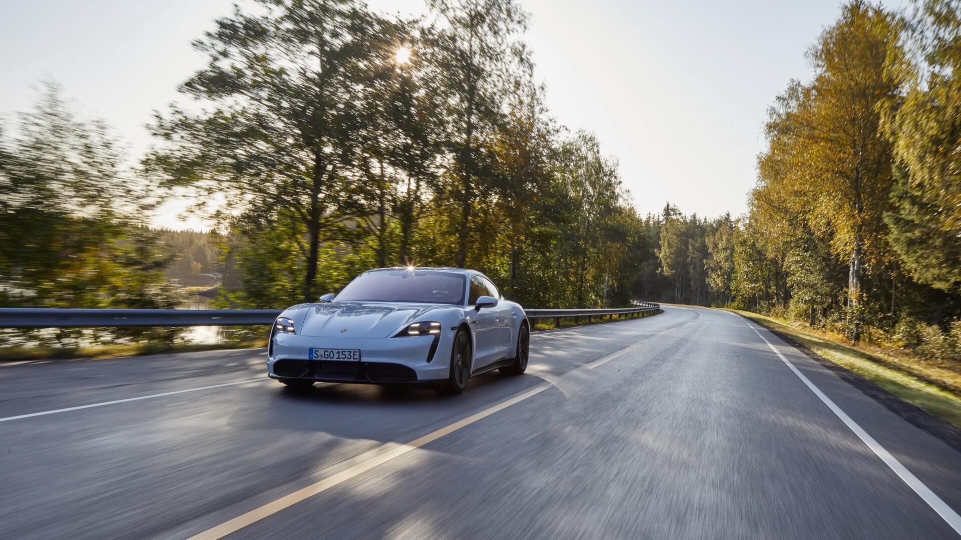 Фотография экоавто Porsche Taycan Turbo S - фото 40