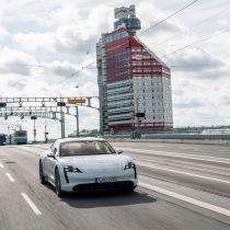 Фотография экоавто Porsche Taycan Turbo S - фото 35