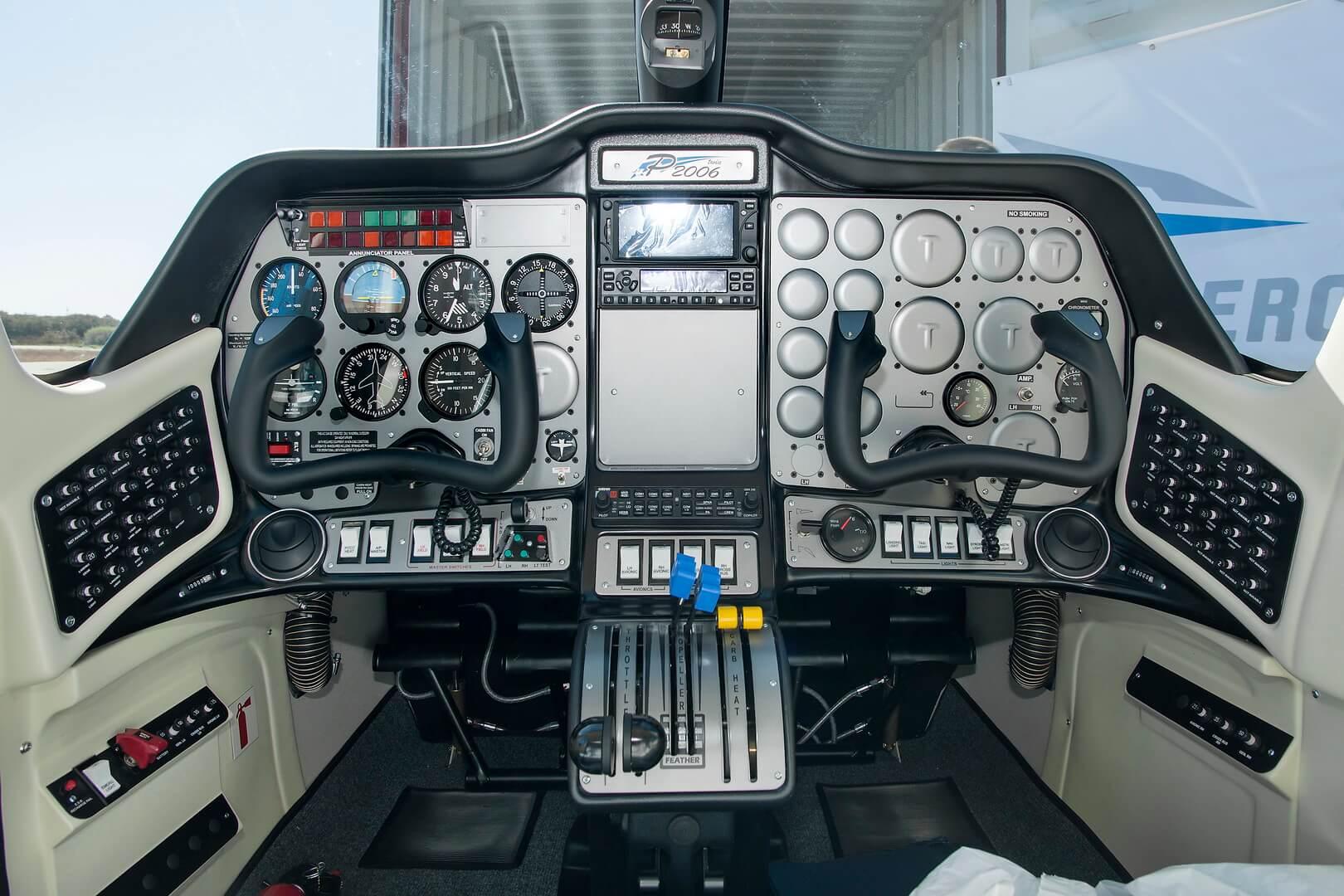 Кабина Tecnam P2006T для электрического самолета X-57