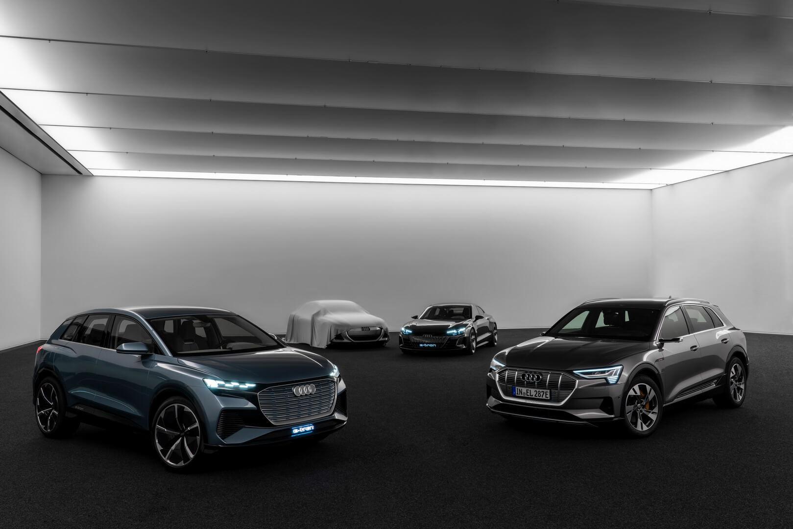 Второй слева секретный концепт Audi на базе совместной с Porsche платформы PPE