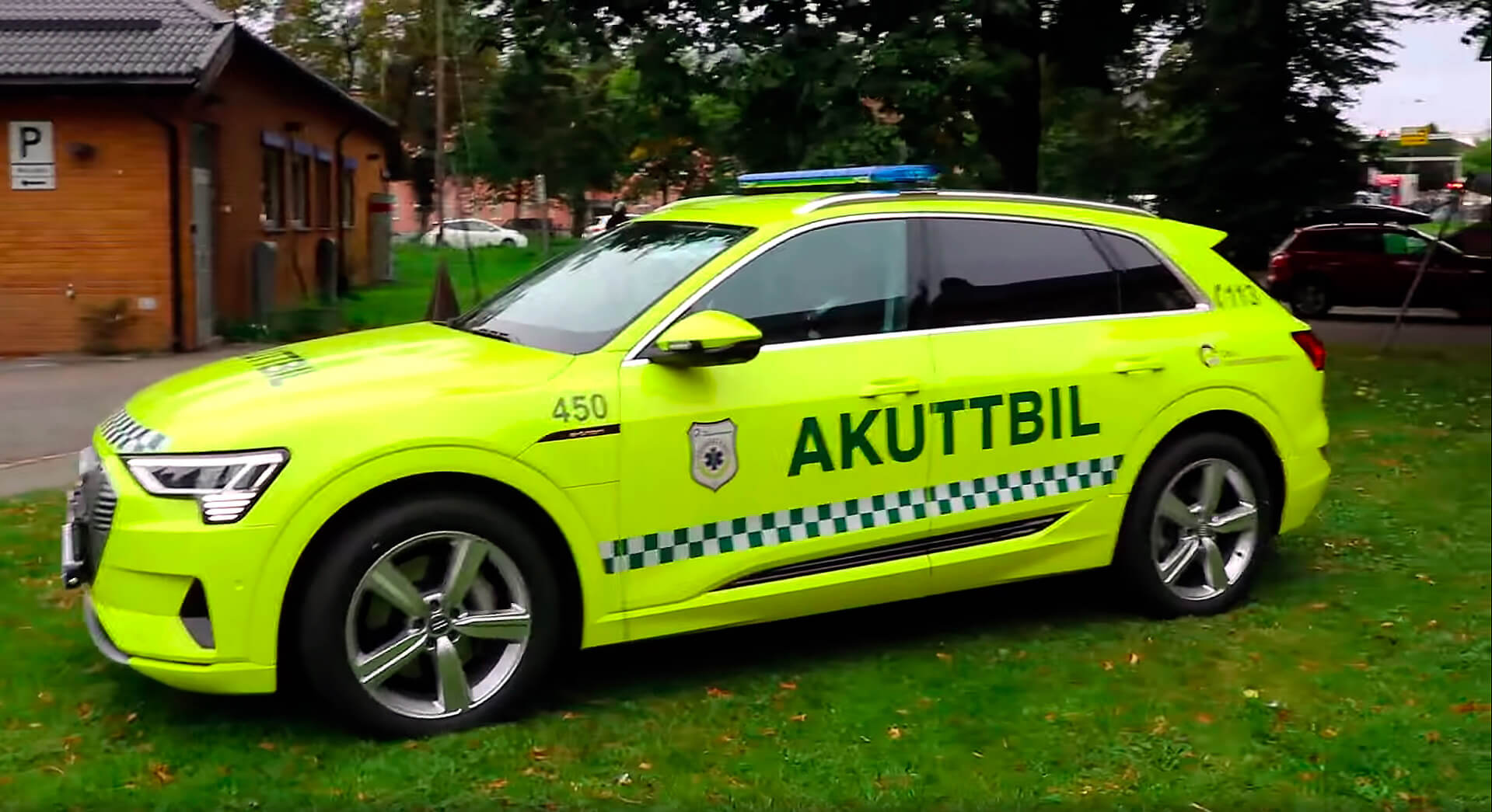 Audi e-tron quattro превратили в «скорую помощь» больницы в Осло