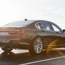Фотография экоавто BMW 745e - фото 4