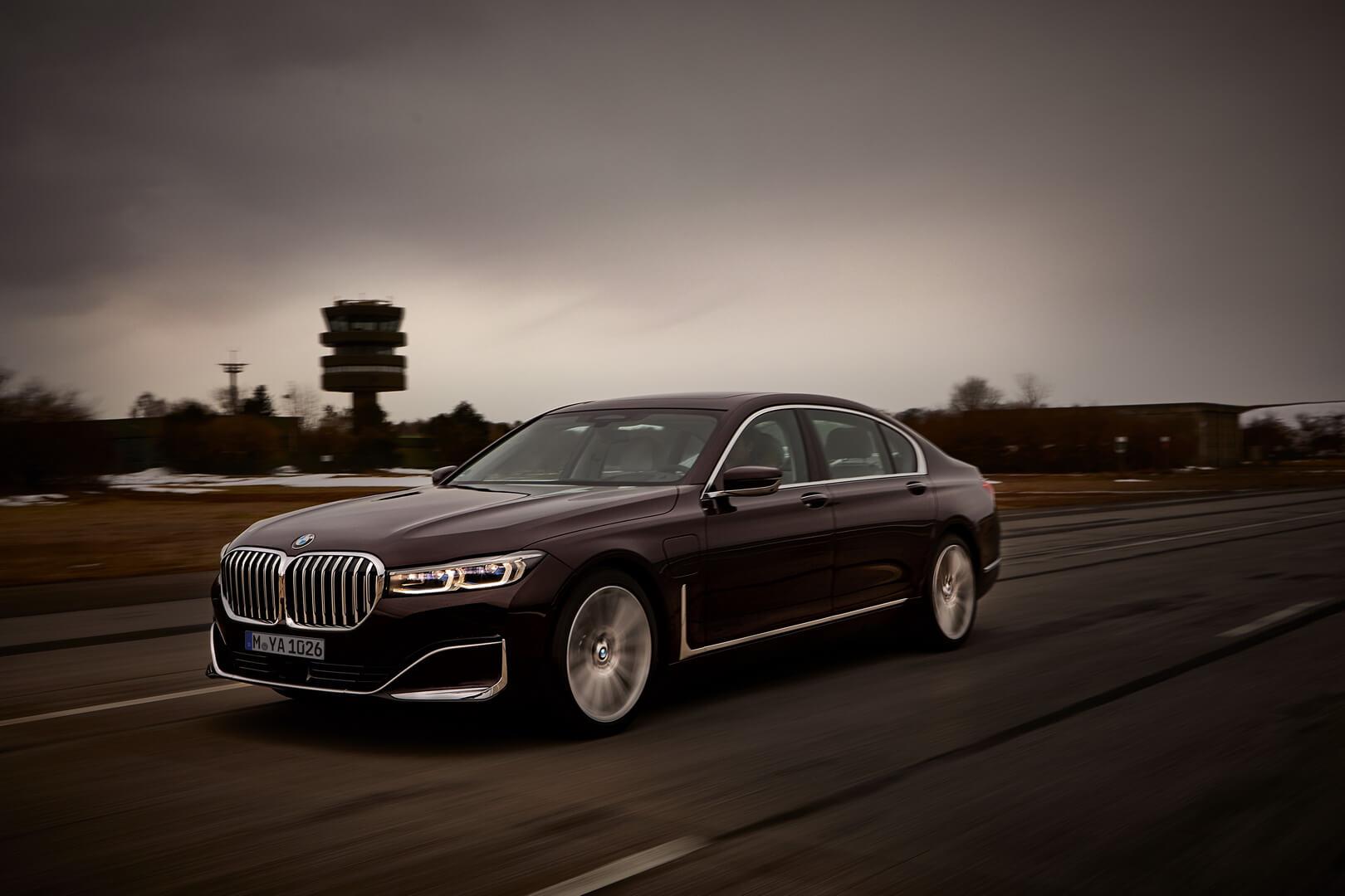 Фотография экоавто BMW 745e - фото 10