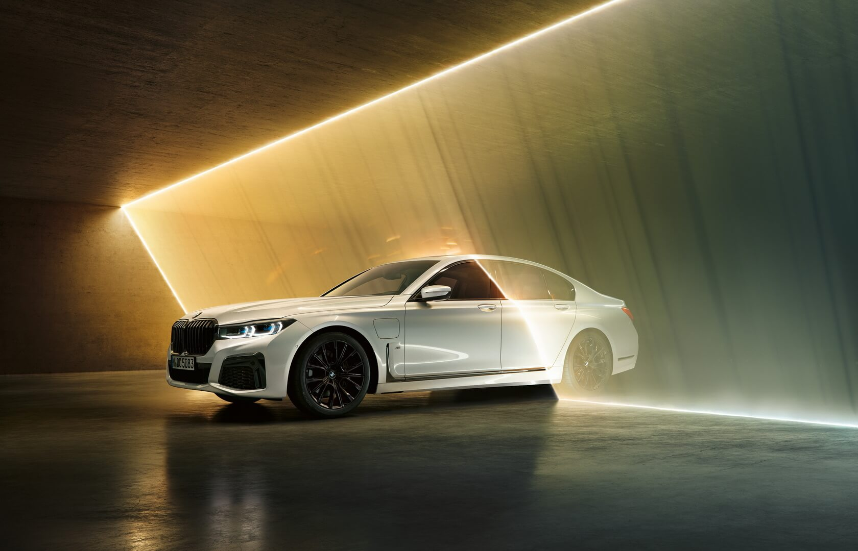 Фотография экоавто BMW 745e - фото 7