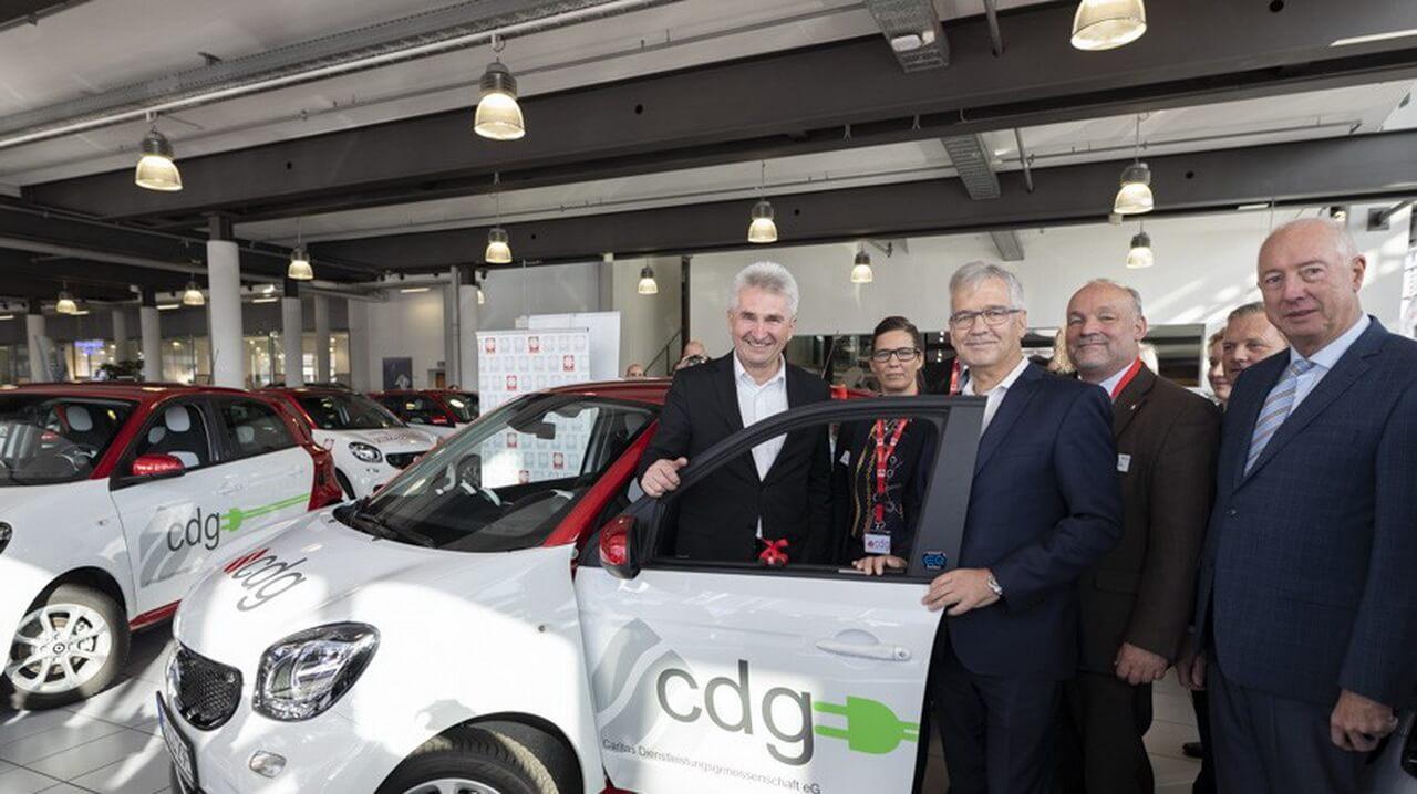 Немецкая благотворительная организация пополнила свой автопарк 165 электромобилями Smart