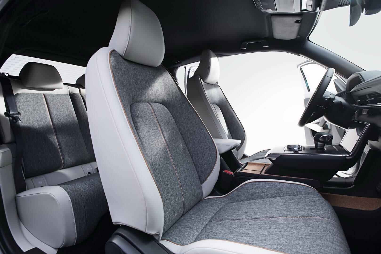Салон электрического кроссовера Mazda MX-30