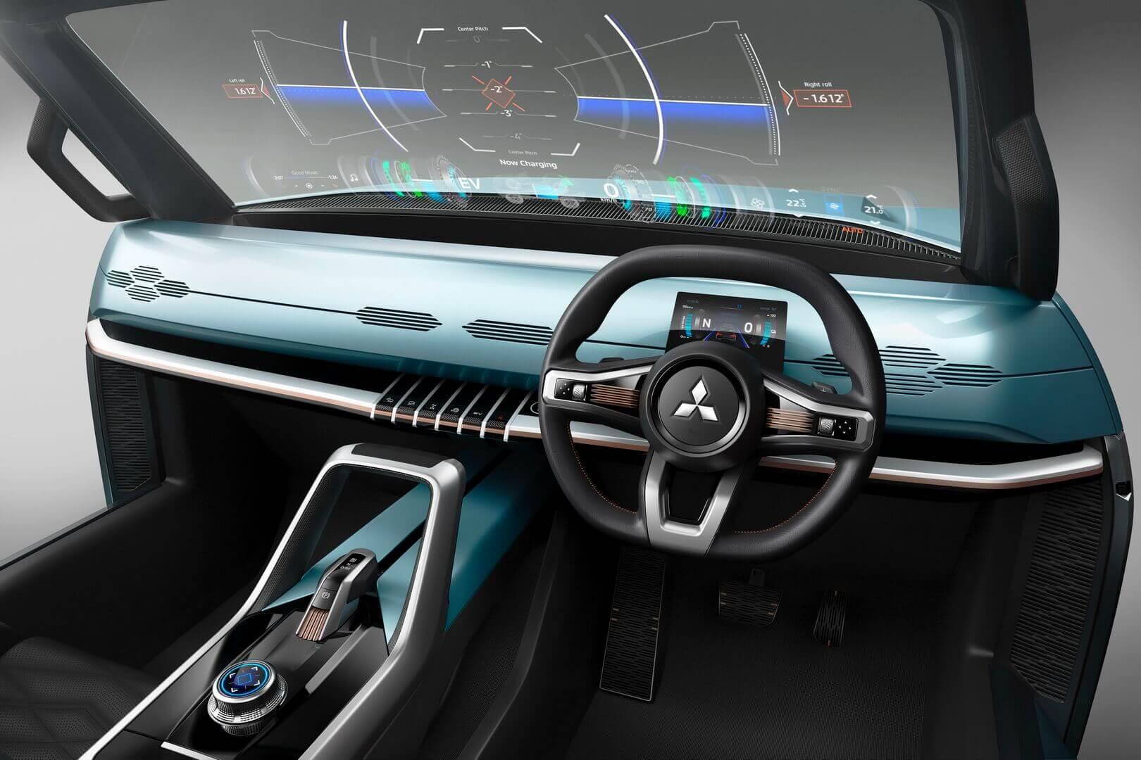Mitsubishi Mi-Tech оснащен интерфейсом HMI, который позволяет отображать различную информацию на лобовом стекле