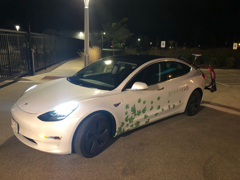 Полностью электрическая служба такси в Мэдисоне из Tesla Model 3
