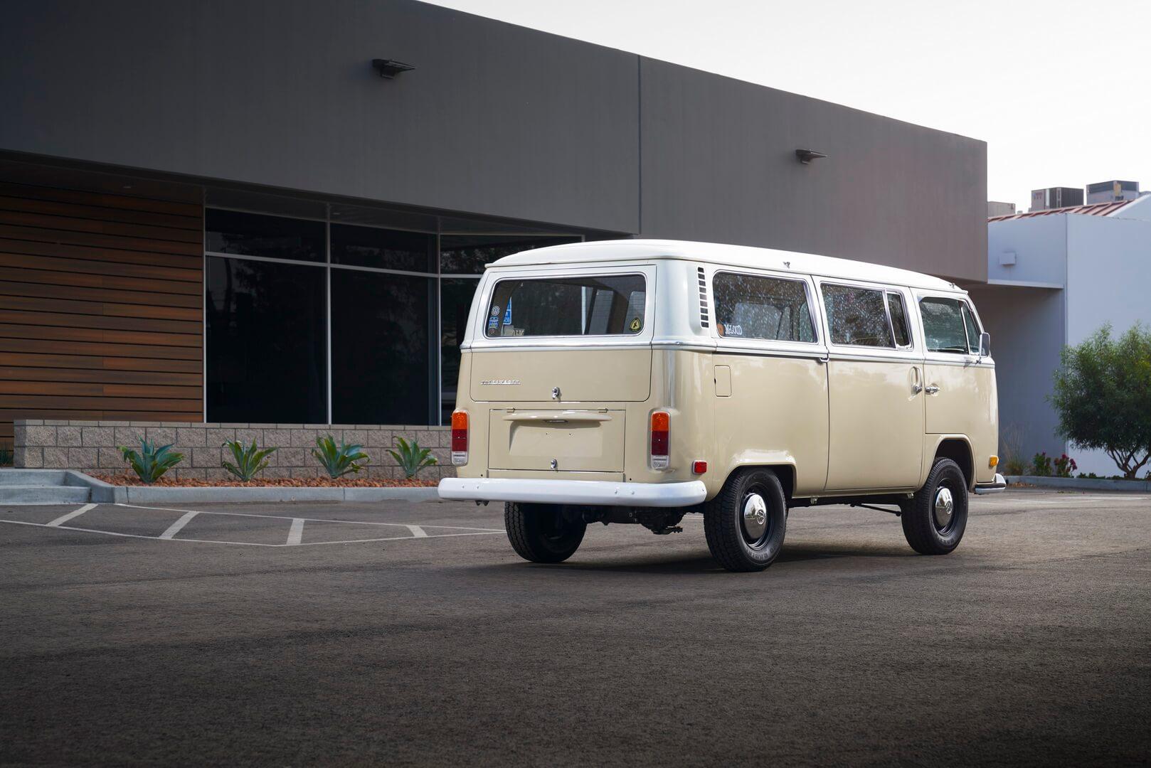 Легендарный ретро микроавтобус Volkswagen T2 Bulli стал электромобилем