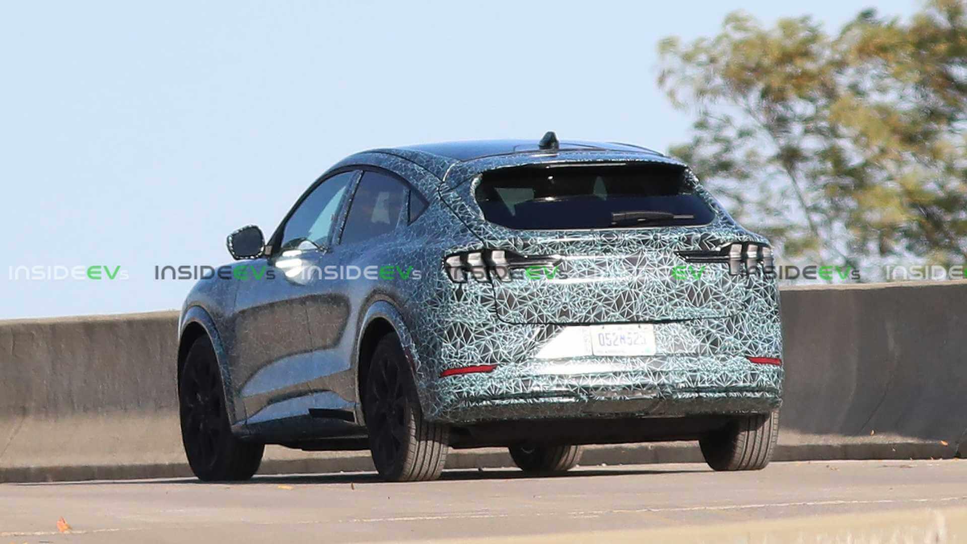 Шпионские фото электрического Ford демонстрируют родство с Mustang