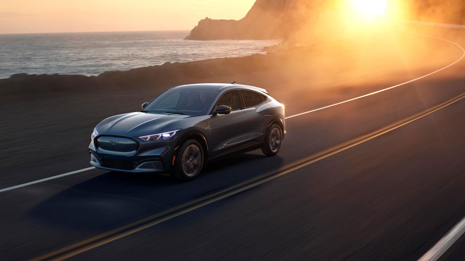 Фотография экоавто Ford Mustang Mach-E Select AWD - фото 18