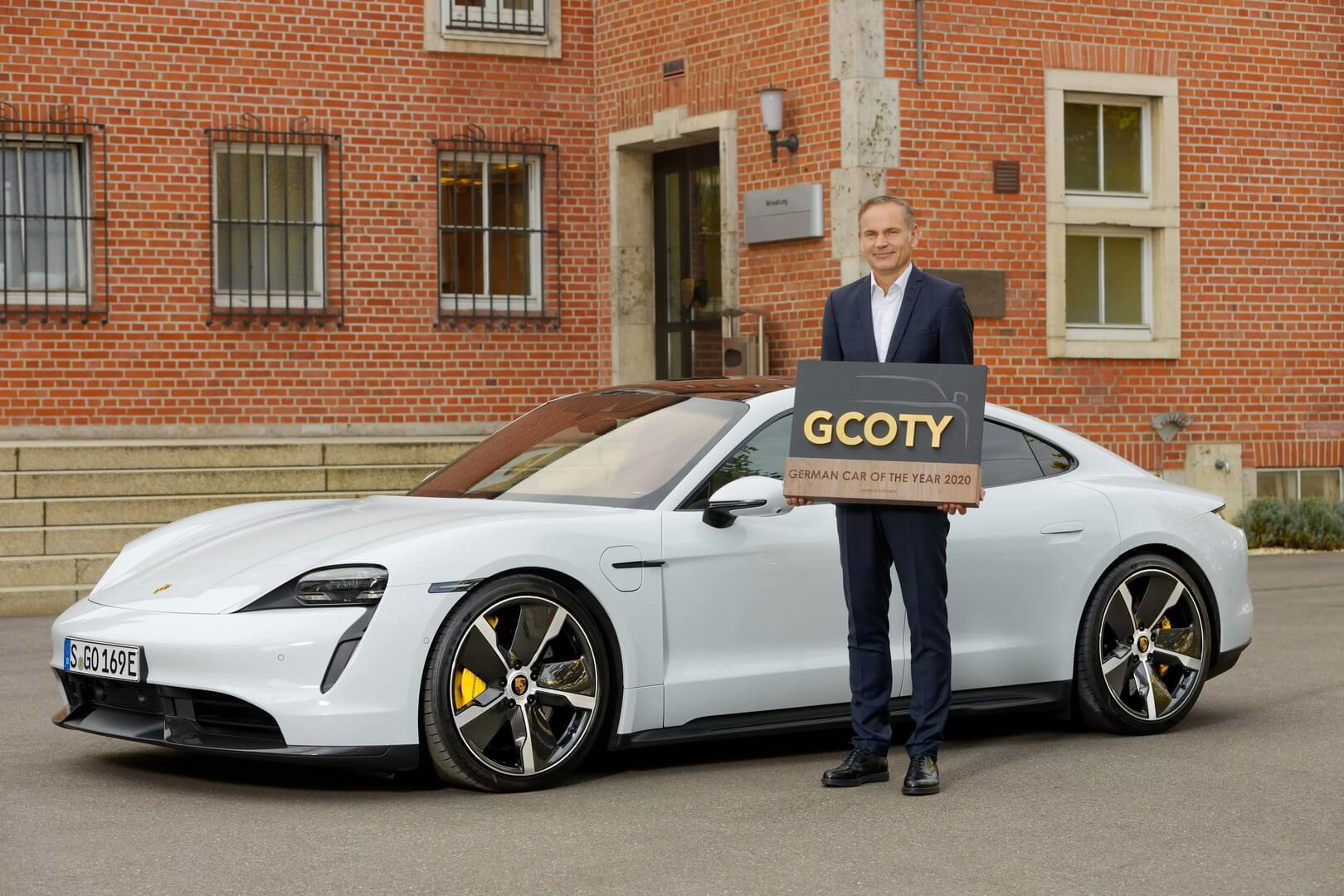 Награду от имени Porsche получал генеральный директор компании Оливер Блюм