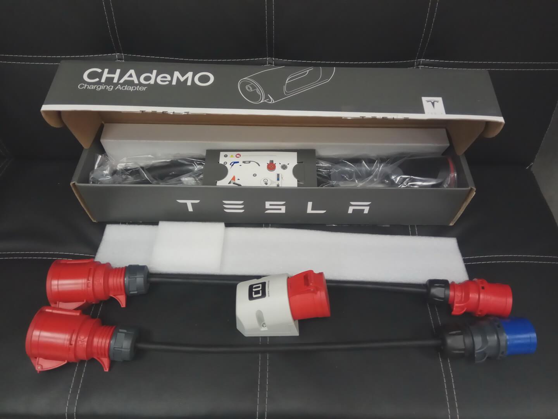 Комплекты переходников, включая CHAdeMO для Tesla