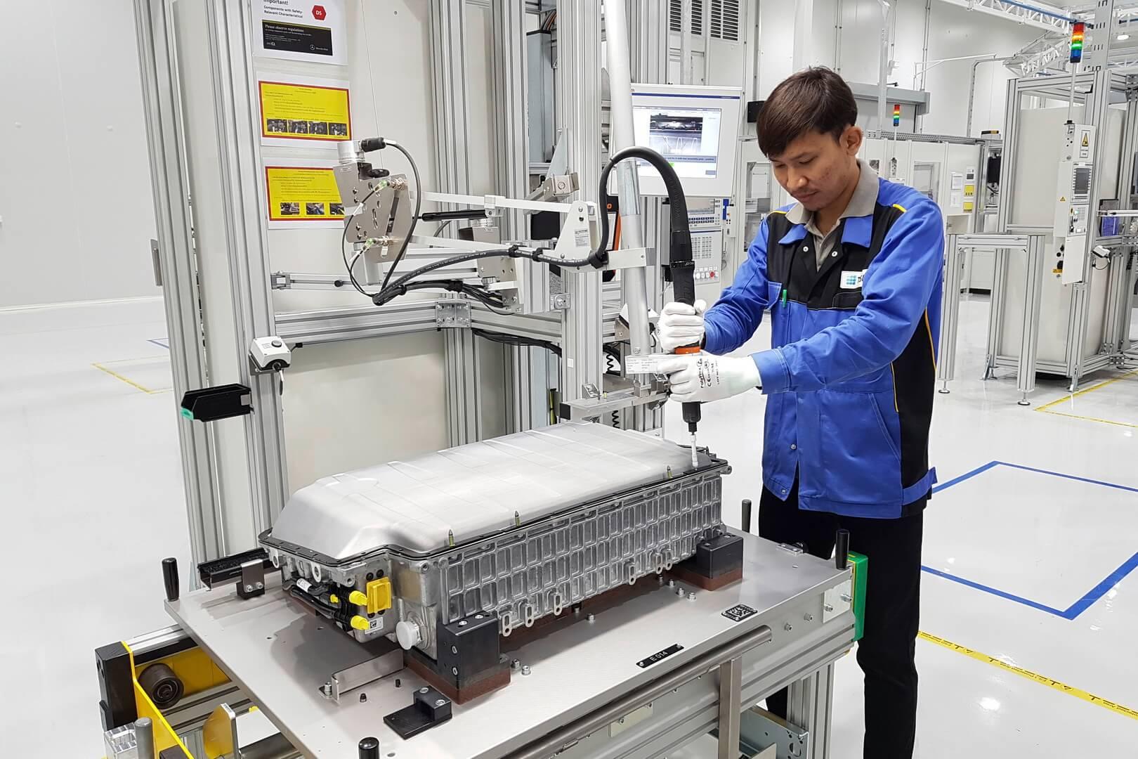 Mercedes-Benz запускает сборку аккумуляторов для плагин-гибридов в Тайланде