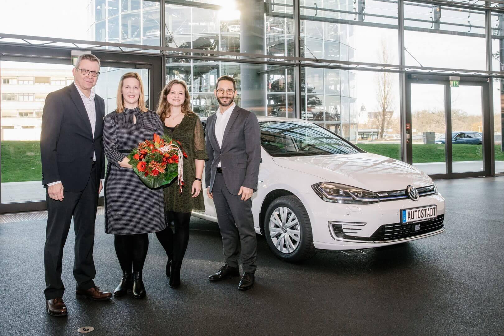 Передача 250 000-ного электрифицированного автомобиля (е-Golf) клиенту в Германии