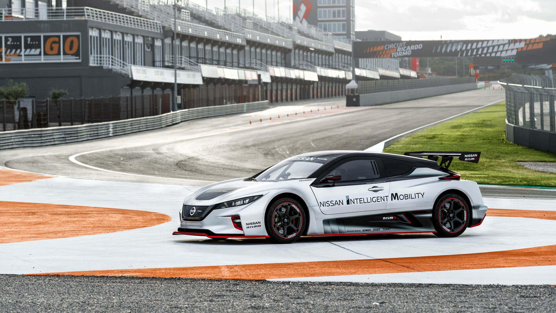 Гоночный электрический автомобиль Nissan LEAF NISMO RC в Европе