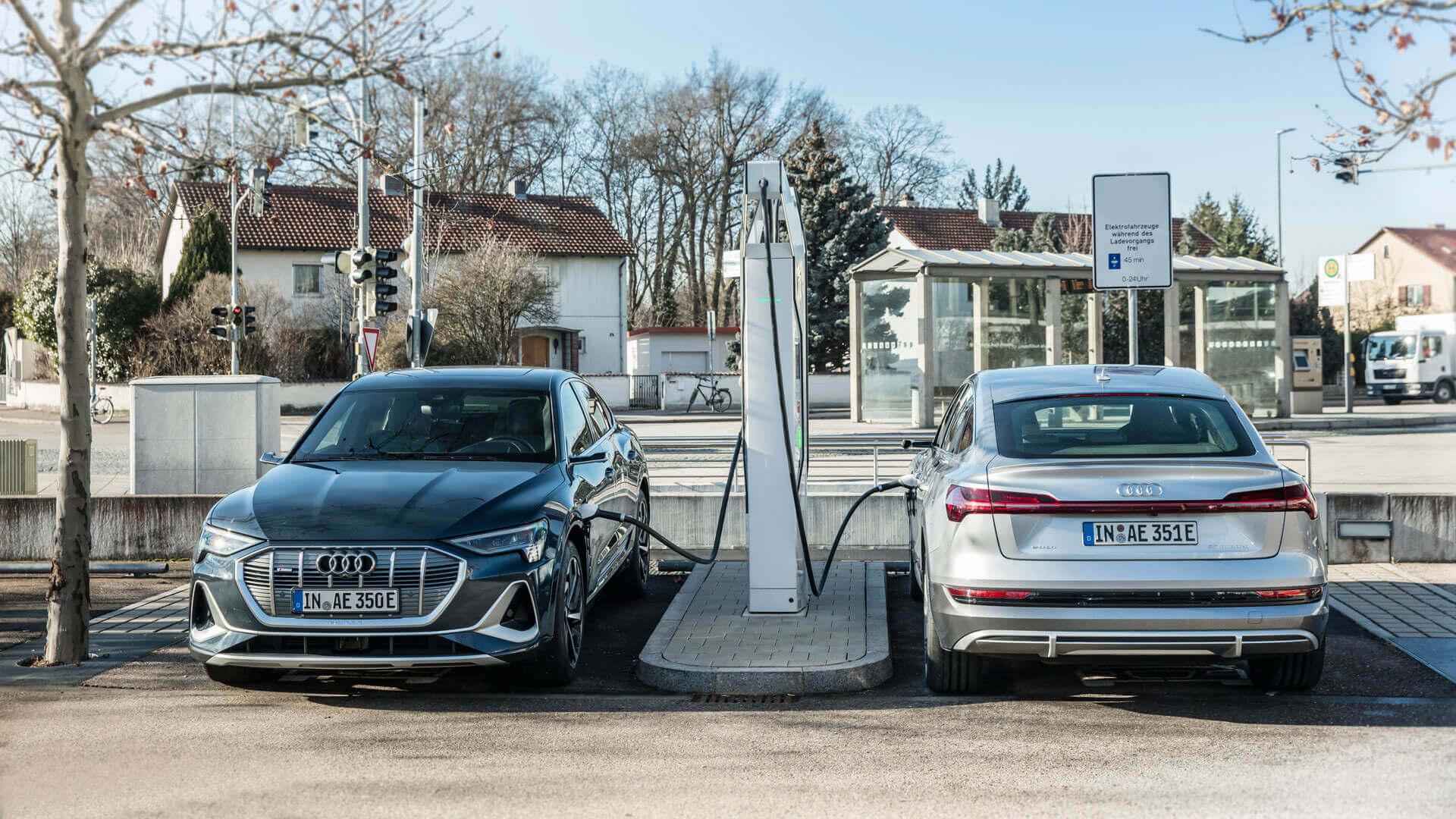 Зарядка электрических кроссоверов Audi e-tron