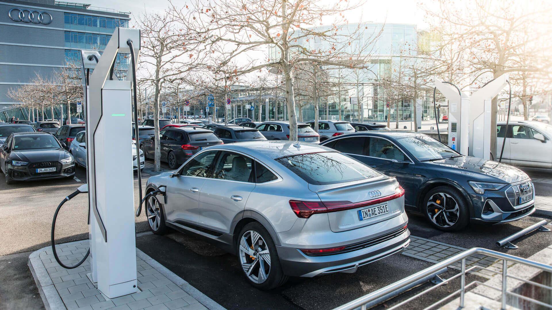 Зарядка Audi e-tron в аэропорту Мюнхена