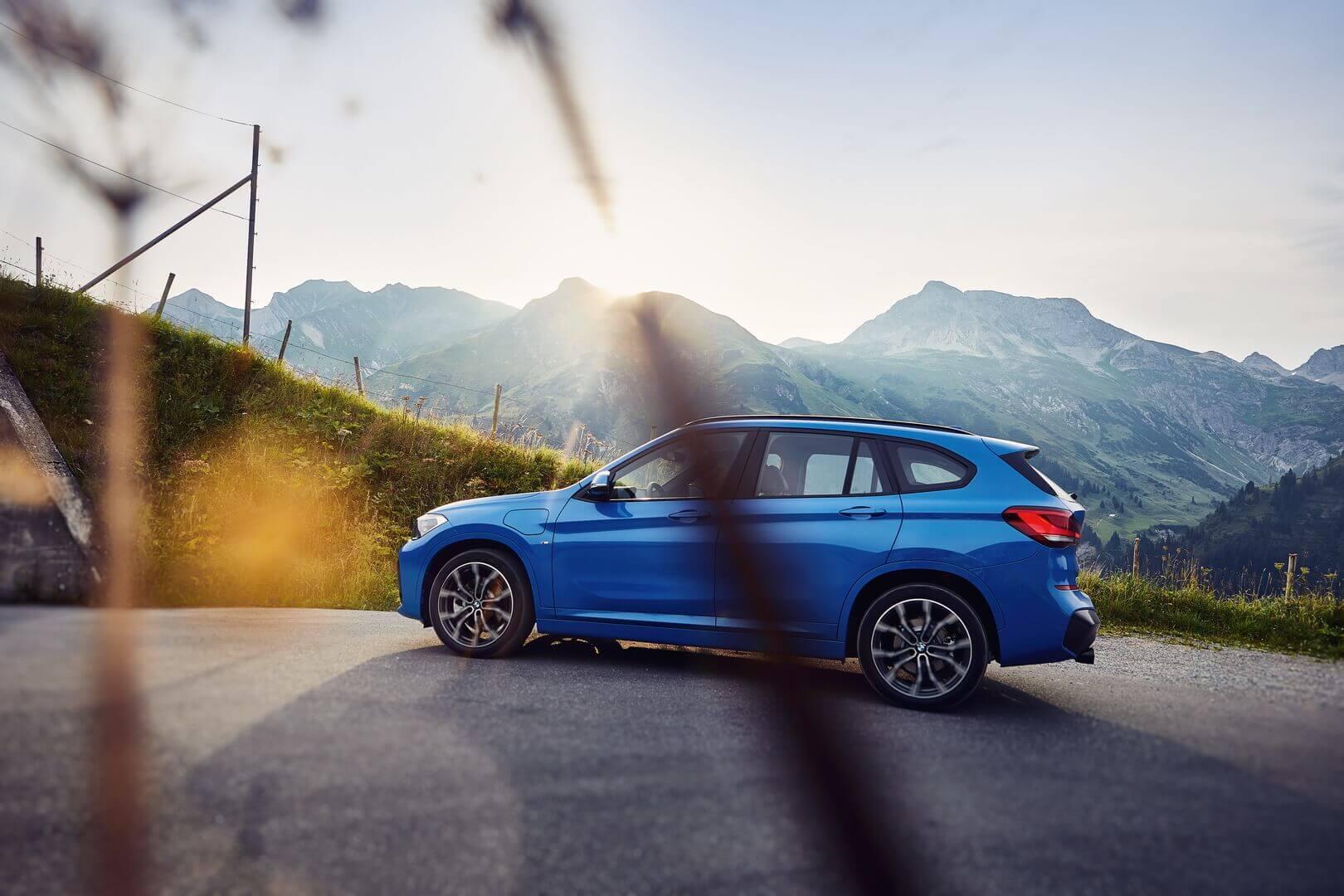 BMW выпускает компактный плагин-гибрид X1 xDrive25e