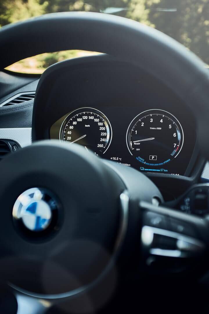 Приборная панель BMW X1 xDrive25e