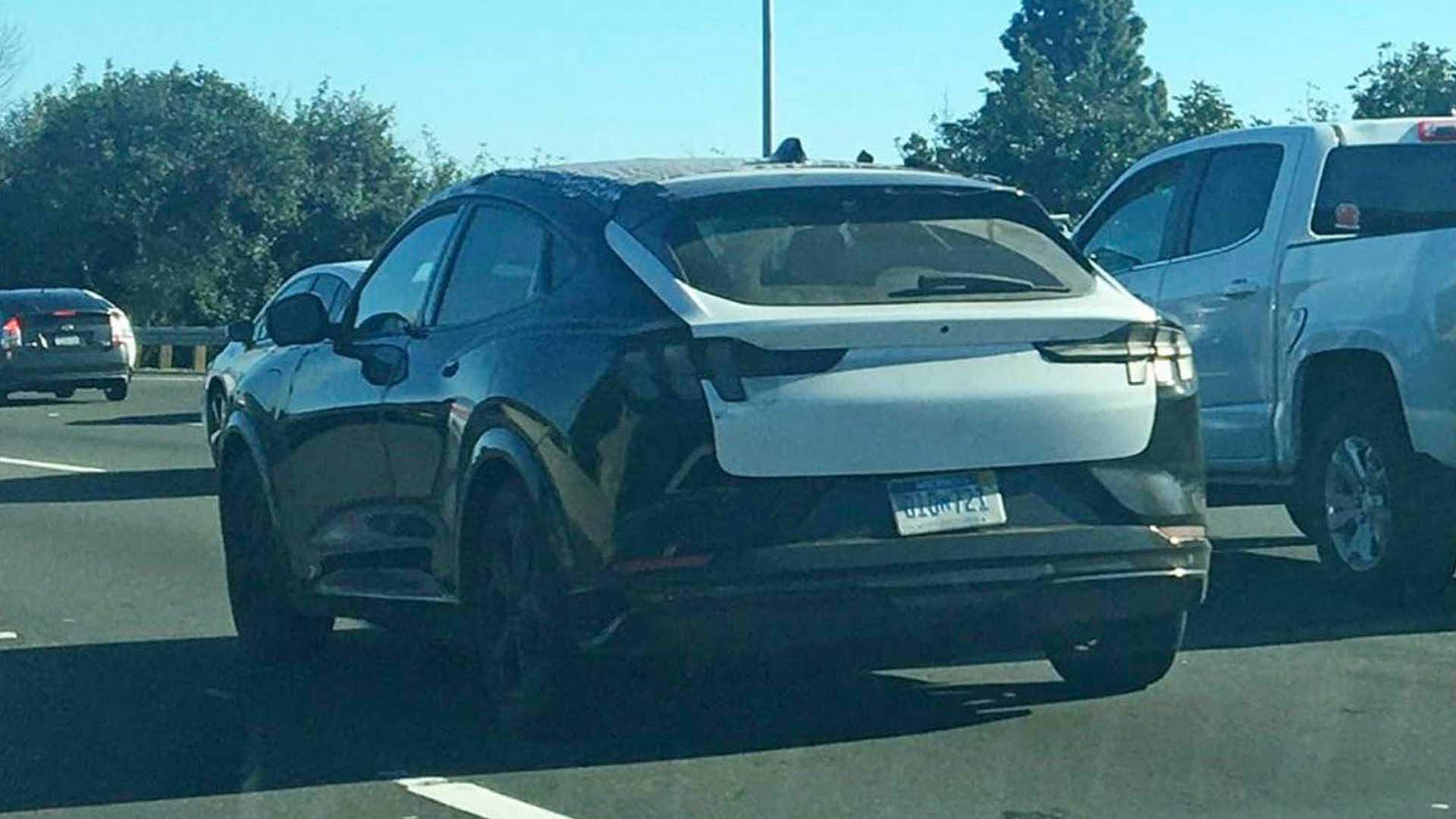 Ford Mustang Mach-E «засекли» нашоссе вЛос-Анджелесе