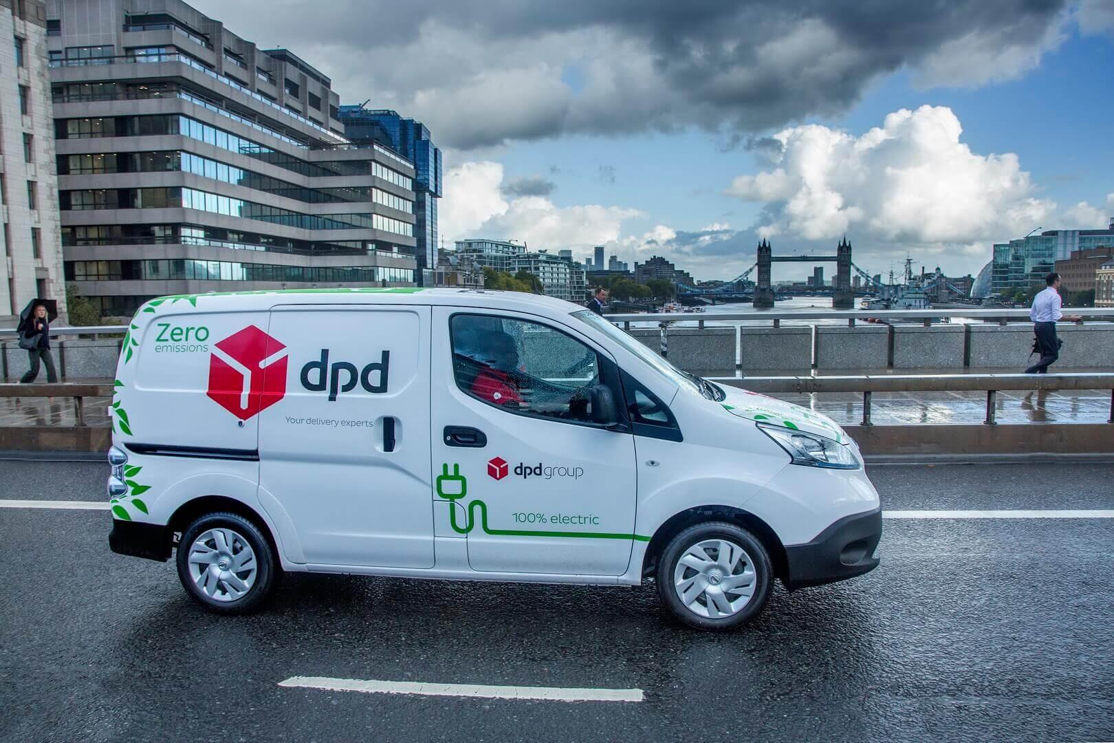Электрический фургон Nissan e-NV200 международного поставщика логистических услуг DPD