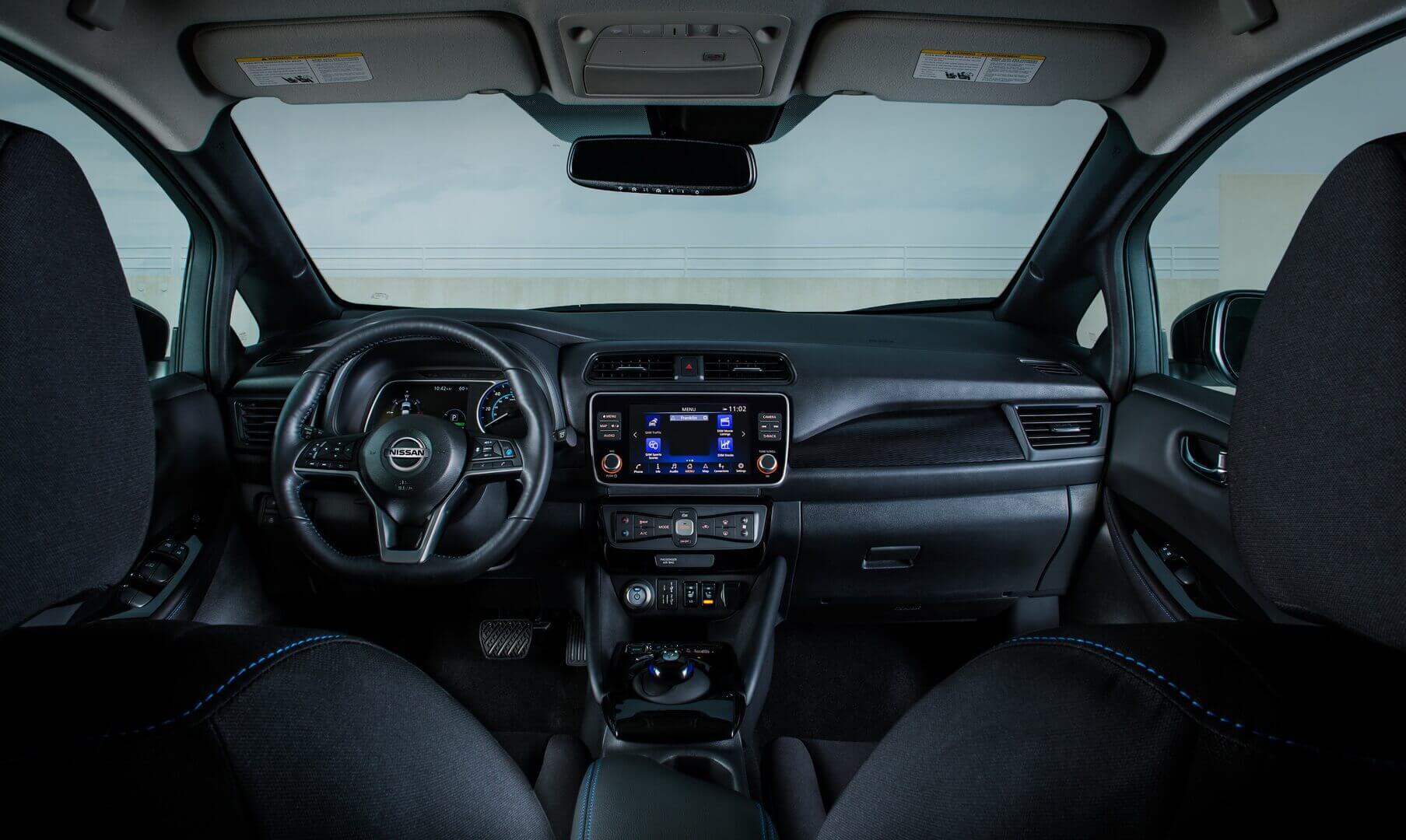 Интерьер Nissan LEAF SV Plus