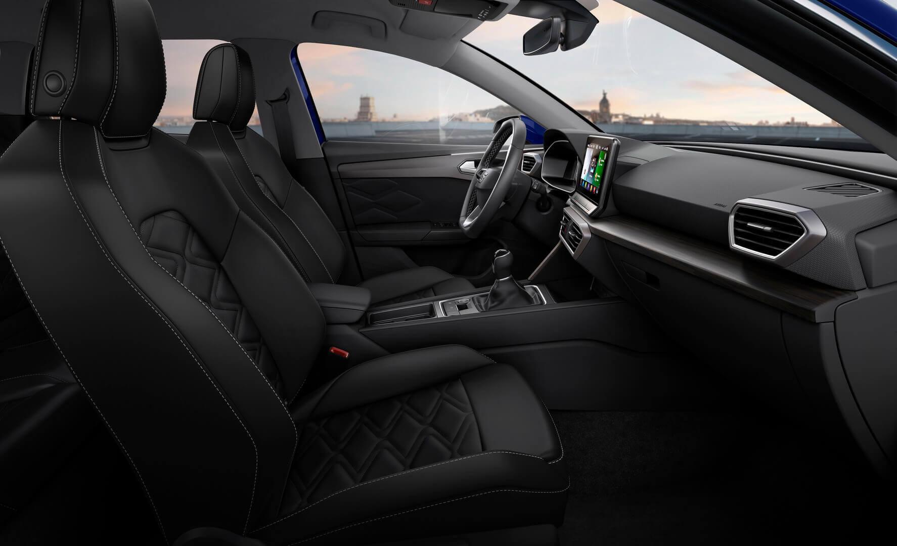 Интерьер плагин-гибрида SEAT Leon eHybrid Sportstourer