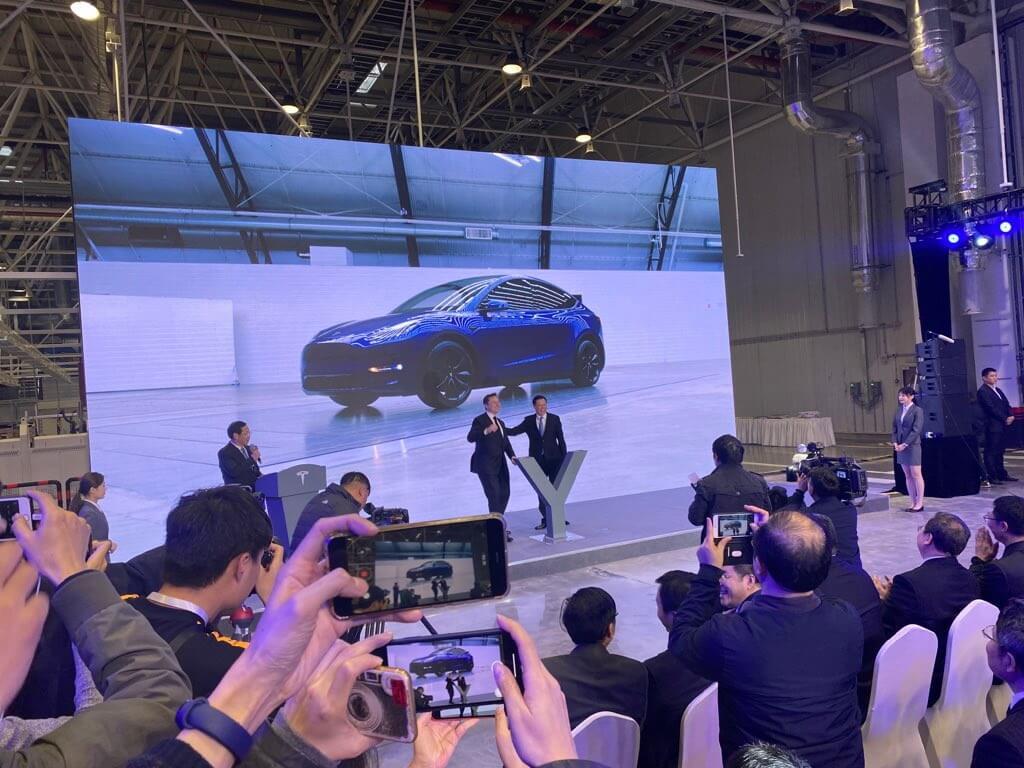 Tesla официально начинает поставки китайской Model 3 клиентам и запускает программу Model Y